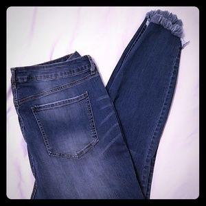 Refuge womens distressed jeans w/ frayed hem 18